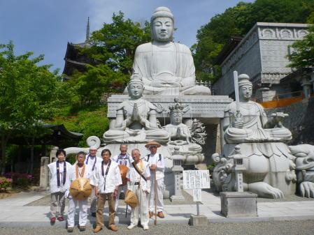 壺阪寺で記念写真