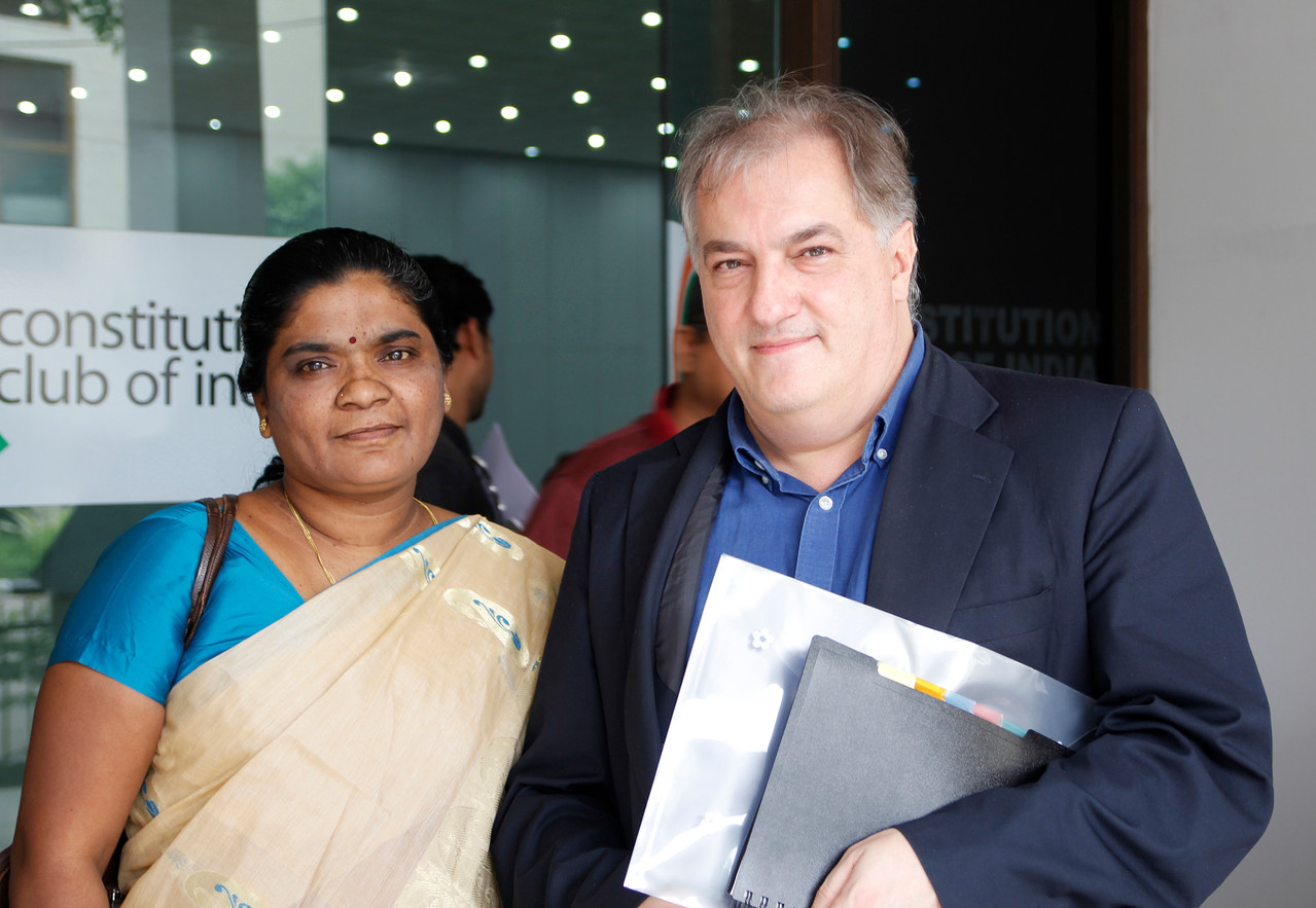 Ms.Jayamma,President-CMM& Joint Secretary,AINSW with Mr.Oussama Tawil,Country Coordinator-UNAIDS India at the AINSW National Consultation held in New Delhi on Aug.22.2013