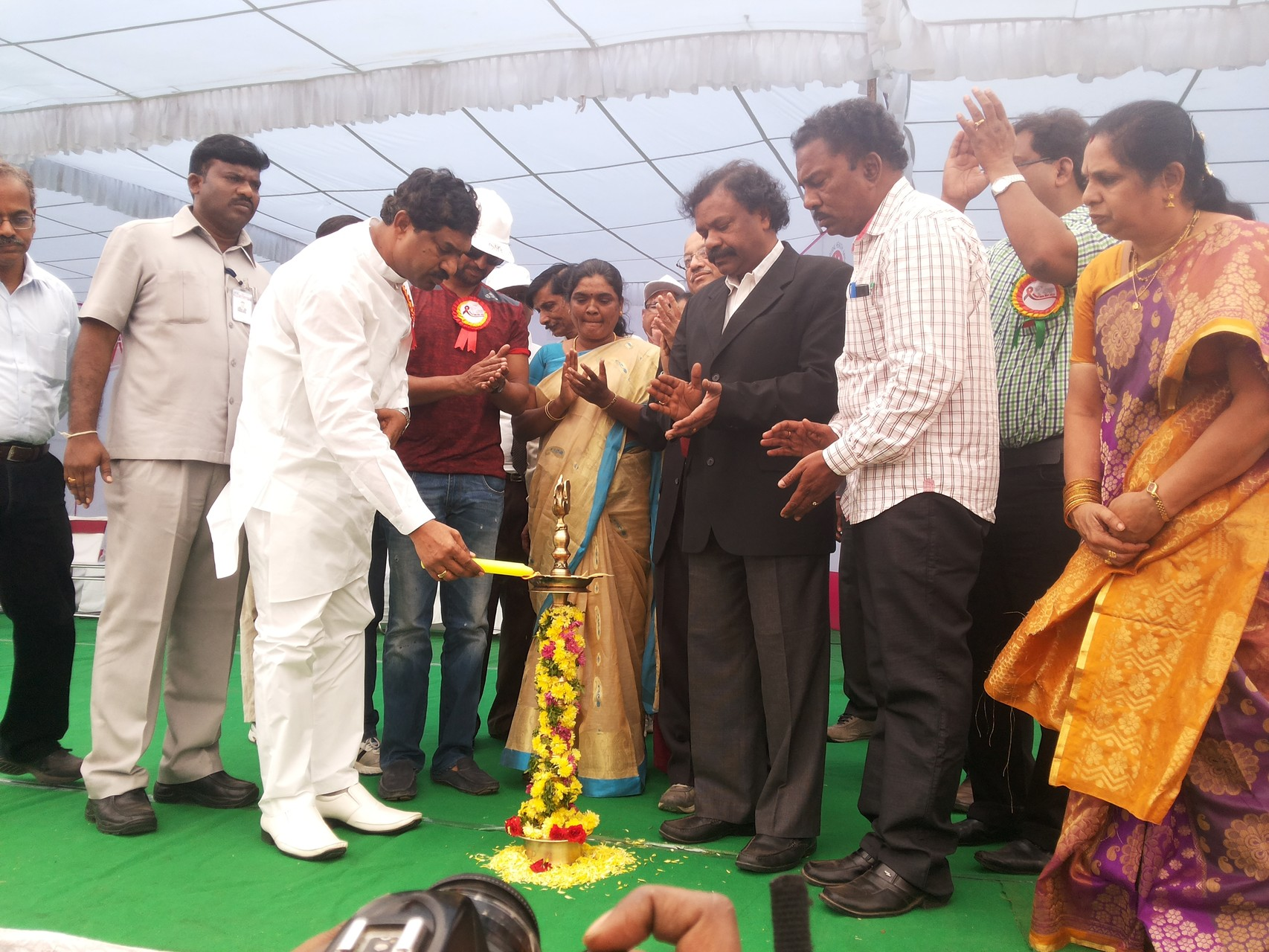 Ms.Jayamma, President CMM  with  Deputy Chief Minister of Telangna State on World AIDS Day Dias in Hyderabad