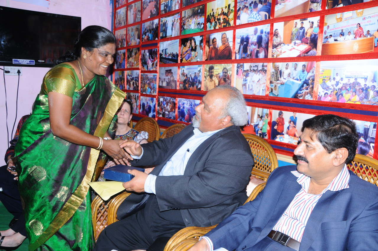 Ms.Jayamma,President-CMM presents a Memonto to Global AIDS Coordinator,PEFAR and Ambassador Dr.Eric Goospy,USA, on his visit to CMM on May.2.2013