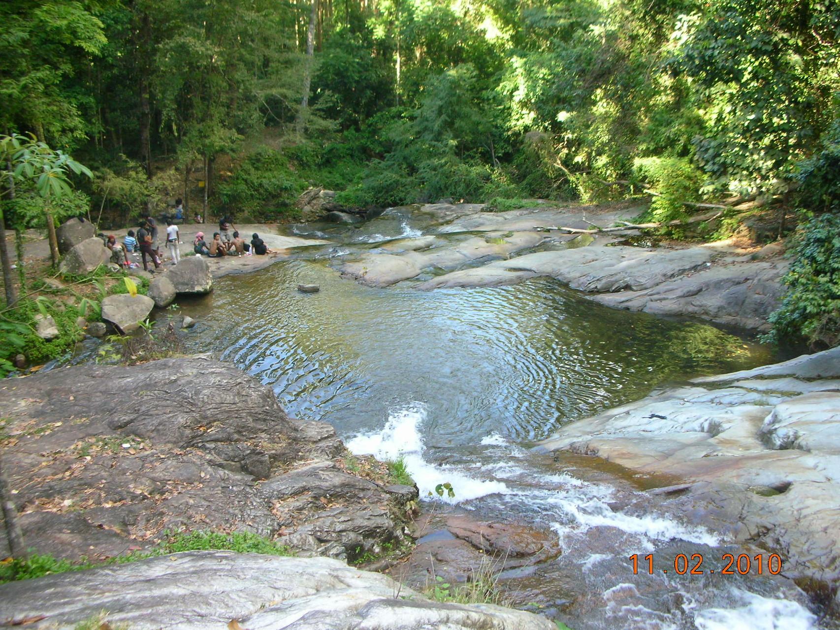 In der Hitzeperiode bieten die Wasserfall-Becken die erfrischendste Abkühlung