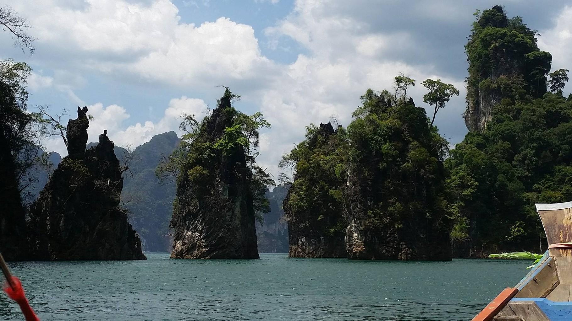 Der Cheow Lan See ist ca. 165 Quadratkilometer gross