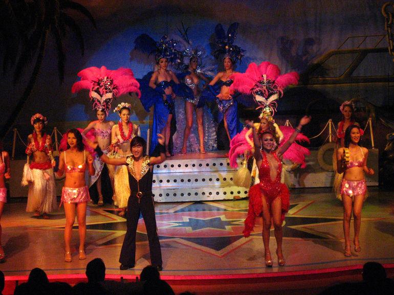 An Abendunterhaltung mangelt es in Bangkok nicht, ob ins 4D-Kino, zur Cabaretshow oder in einen angesagten Club, es ist alles vorhanden
