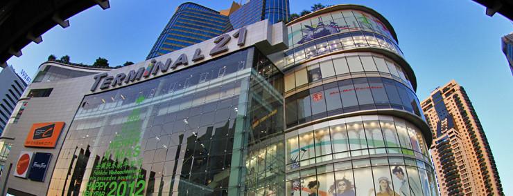 Das Terminal 21 ist eines der neueren Shoppingzentren und wartet im Innenraum mit topmoderner Architektur auf