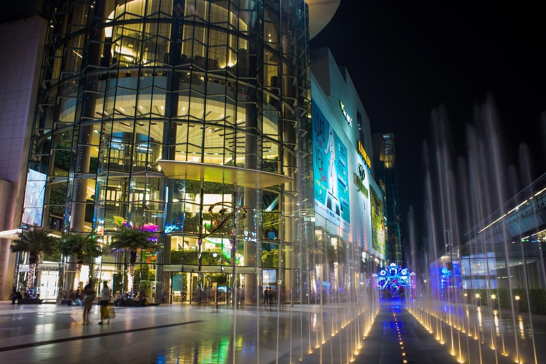 In diesen riesigen Einkaufszentern finden man alles; Delikatessenläden, Kleidern, Elektronik, Auto's, Restaurants und Caffee's etc.