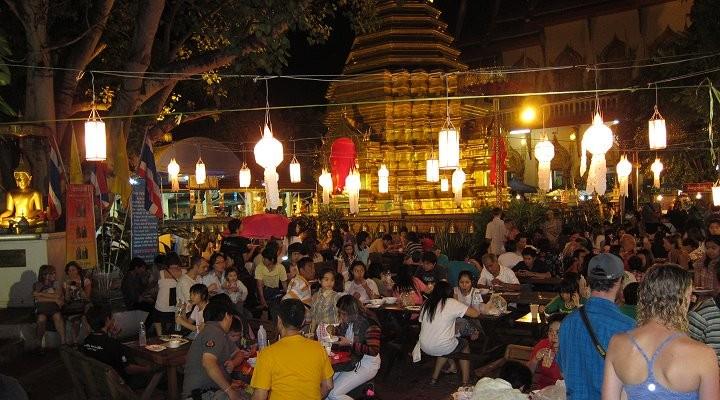 Es gibt viele Festlichkeiten innerhalb der Tempelanlagen welche abends toll beleuchtet sind
