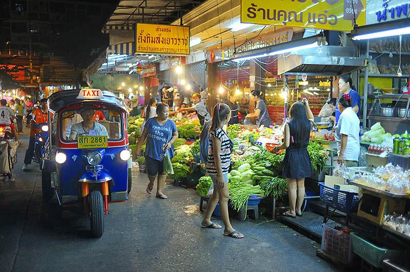 Die Strassen Bangkok's pulsieren praktisch 24 Std. am Tag, es wird einem bestimmt nie langweilig