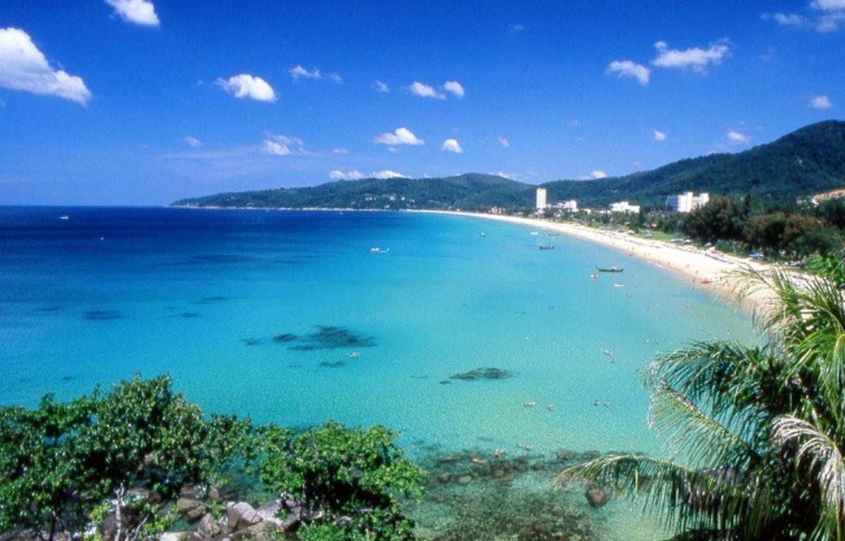 Willkommen in Phuket, der Perle der Andamansea. Phuket ist die grösste Insel Thailands und ein Besuch lohnt sich auf jeden Fall