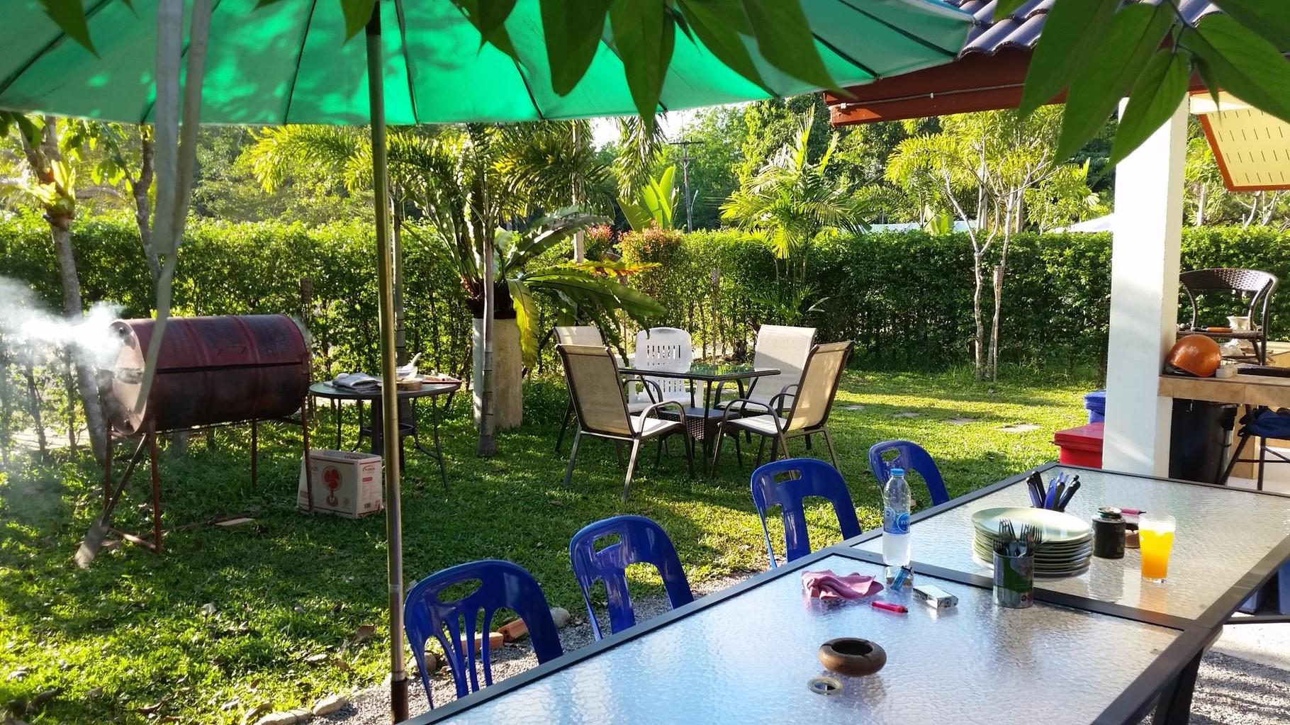 Gartensitzplatz der Gemeinschaftskueche