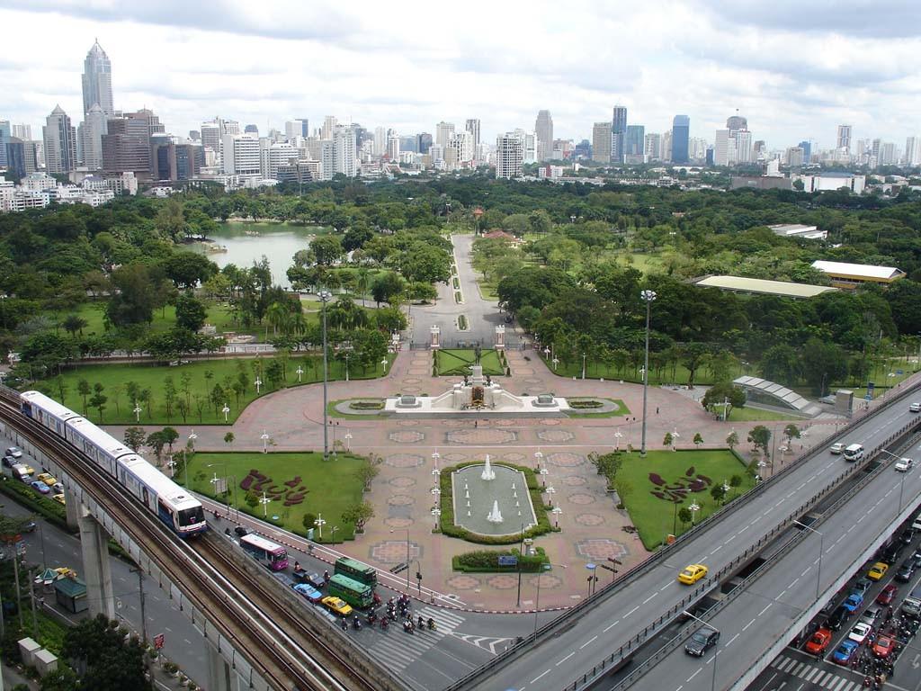 Es gibt einige grosse Parkanlagen in Bangkok Down Town wo man sich vom hektischen Stadtleben bestens erholen kann bevor man sich wieder hineinstürzt