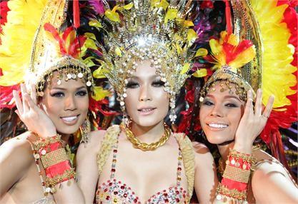 Selbstverständlich gibt es auch Ladyboy-Cabaret-Shows welche mit unglaublichen Kostümen aufwarten