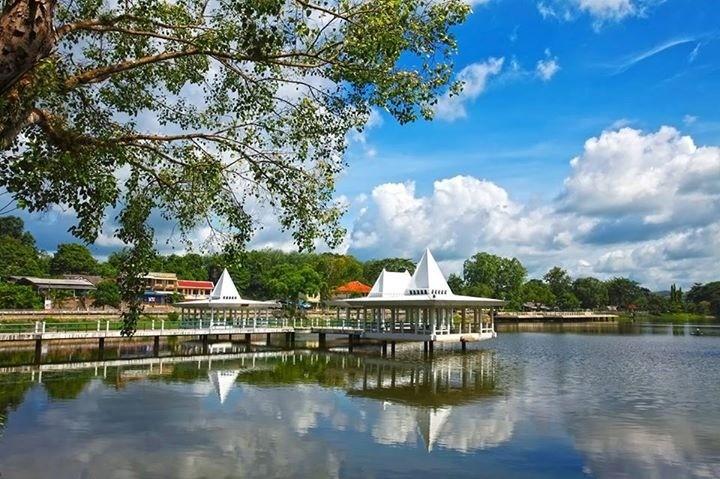 Ein Park in Trang Stadt welcher zum Radfahren einlädt
