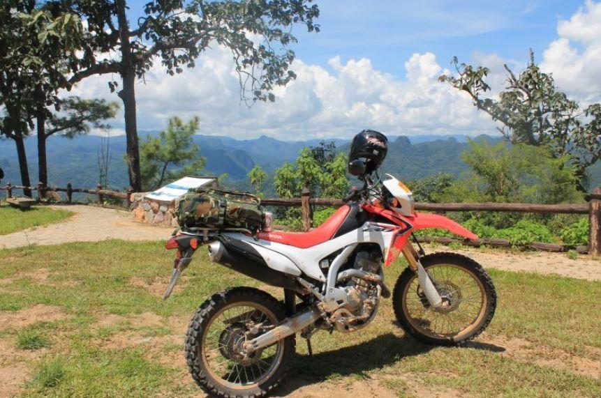 Wer die Gegend etwas ausserhalb von Chiang Mai erkunden möchte, macht dies am besten mit einem Motorrad oder Mietauto