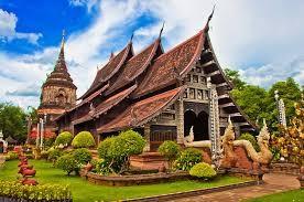In Chiang Mai gibt es ca. 200 Tempel, die meisten davon befinden sich in der Altstadt. Einige davon sind komplett aus Holz gebaut und haben Jahrzehnte überdauert