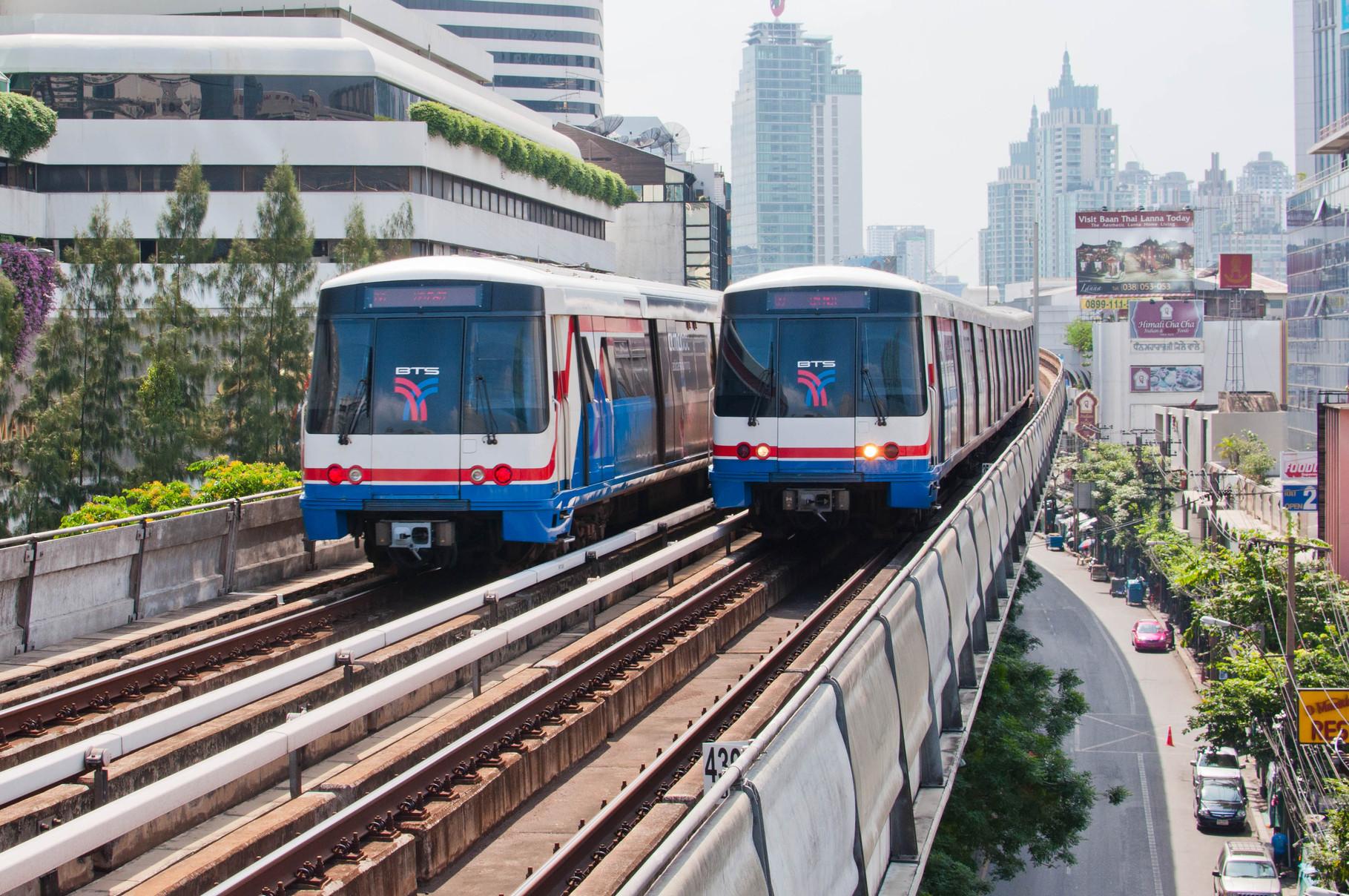 Die Sky Trains bringen einem rasch von einem Ort zum Nächsten und sind günstig und vorallem schnell