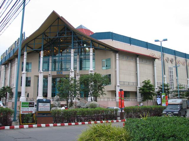 Wer in grösserem Rahmen shoppen möchte findet auch in Chiang Mai einige moderne Shoppingzentren
