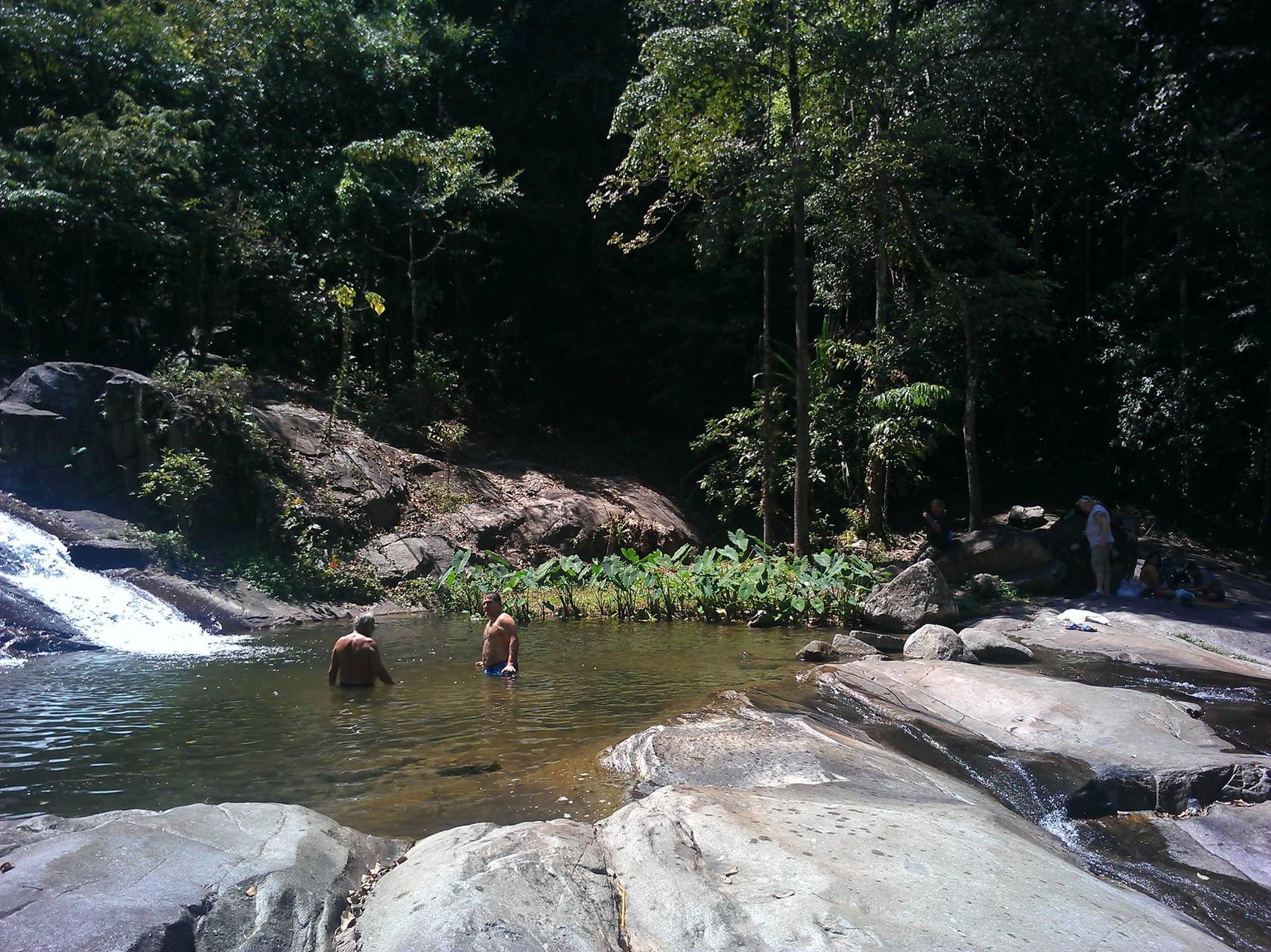 Eines der vielen Wasserfall-Becken welches zum baden einlädt