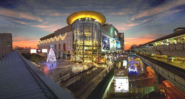 Die grössten Shopping-Tempel liegen direkt an der Sky-Train Linie und sind somit prima erreichbar