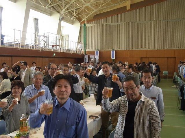 乾杯!でいよいよ懇親会の始まり!(29回生)