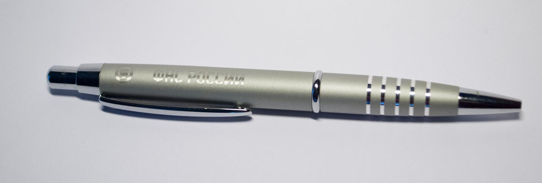 Нанесение логотипа на ручку методом гравировки
