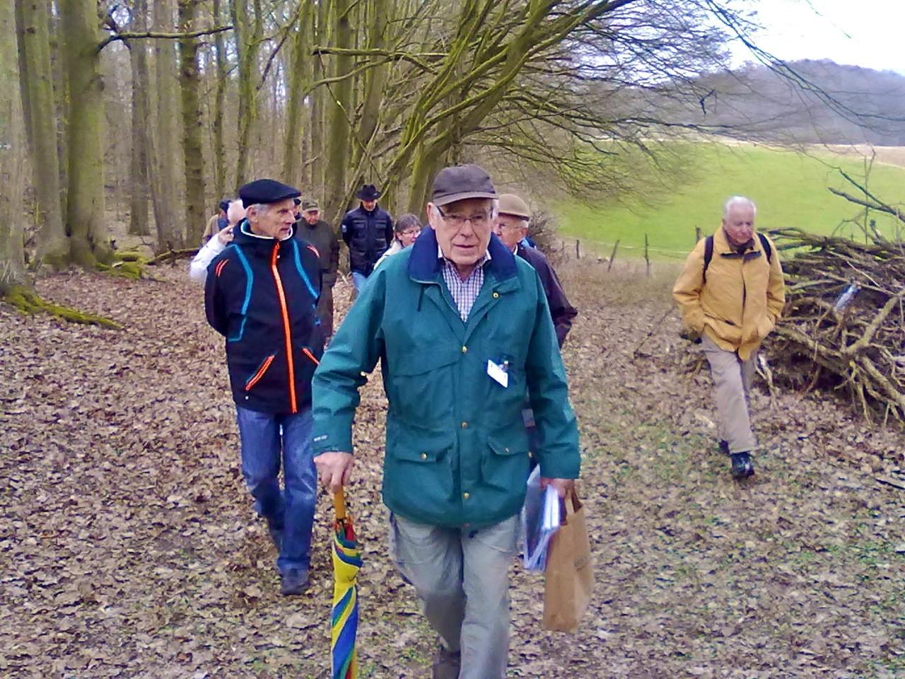 Fachkundig geführt wurden die Teilnehmer vom pensionierten Forstamtsrat Volker Vömel.