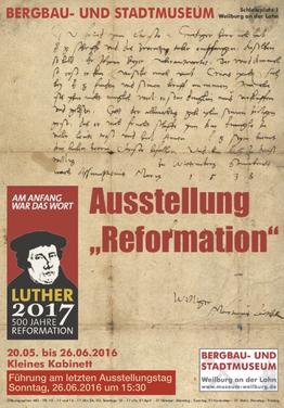 """Pfarrer Wilhelm Schmidt führte den Geschichtsverein durch seine Ausstellung """"Reformation – Martin Luther und seine Zeit"""""""