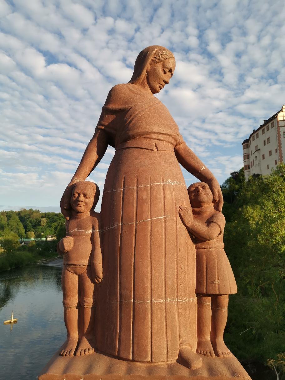 Historisches Rätselfoto № 4:  Das Denkmal auf der Steinernen Brücke – Foto: ©Christian Radkovsky