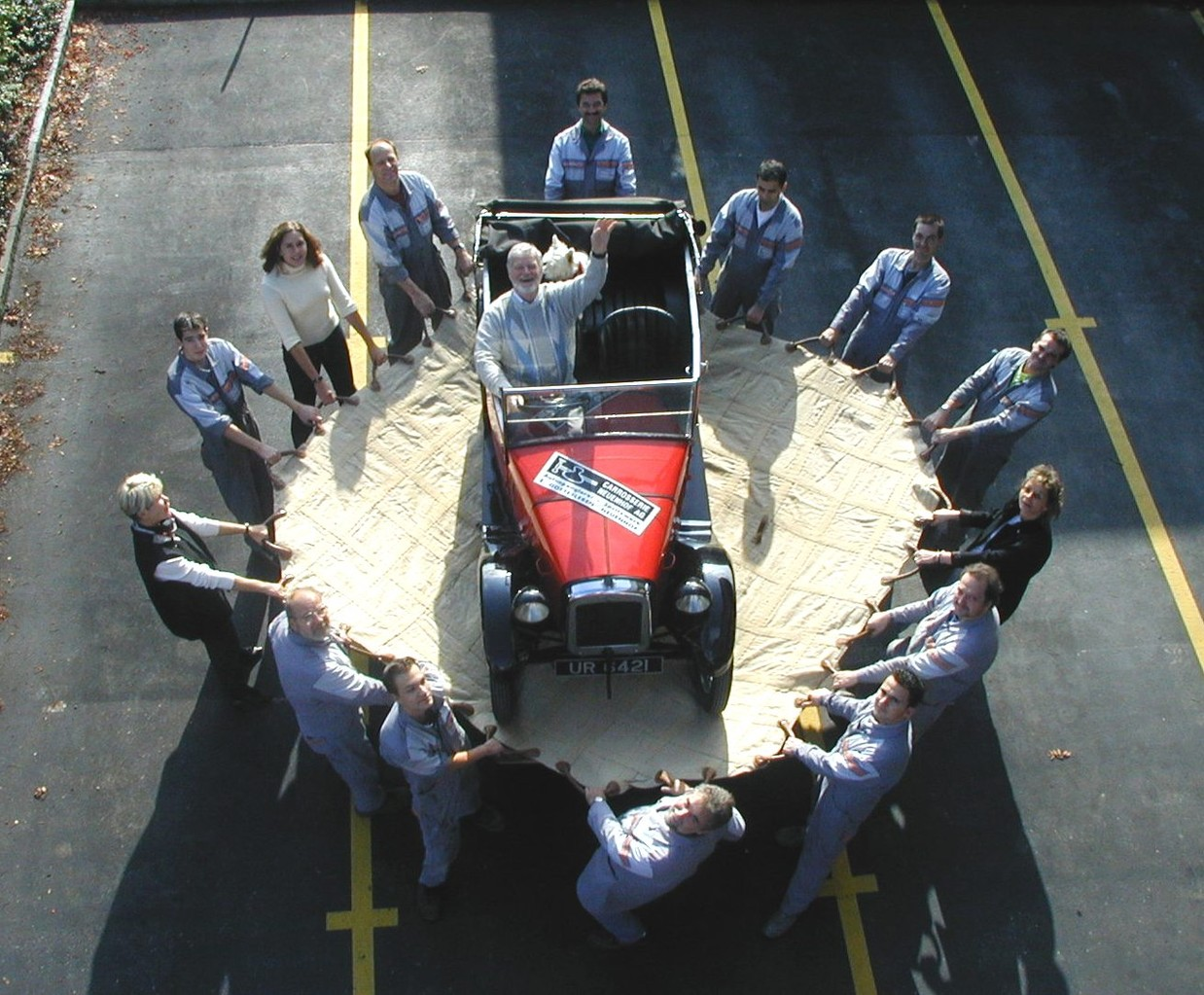 2002 - . . in unseren Händen ist Ihr Auto gut aufgehoben