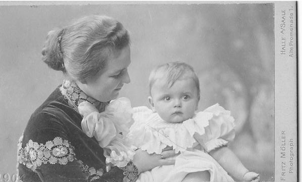 Irmgard Litten mit Hans 1904