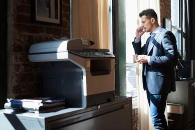 telefonisch overleg op kantoor