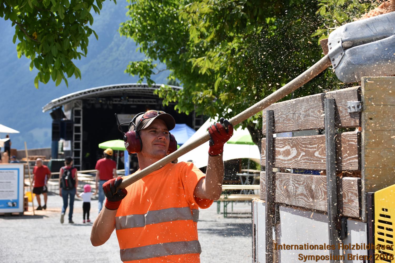 Ramon Sperandio von der Gemeinde Brienz sorgt für Ordnung