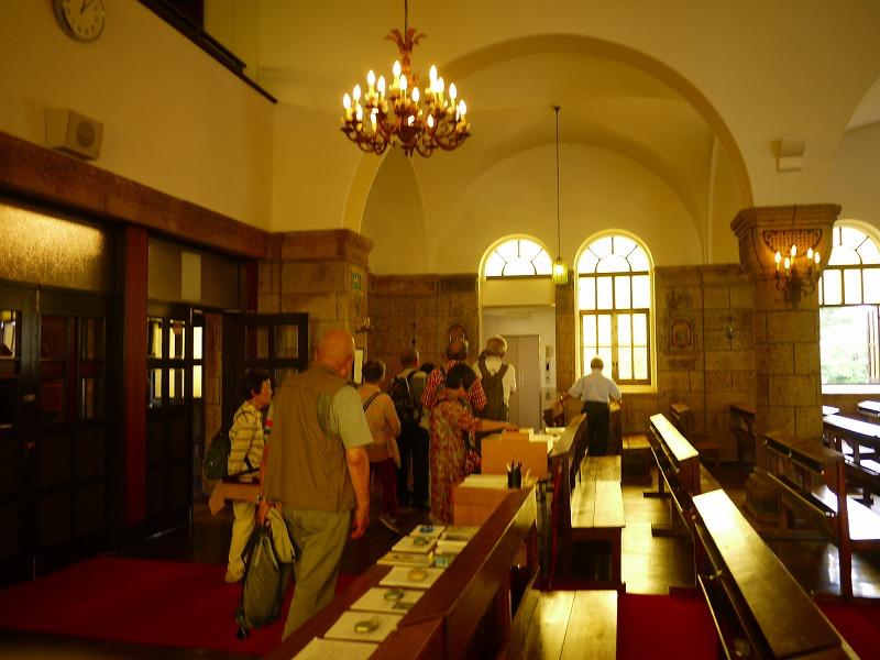 教会内部。毎週日曜日名物もハモンド演奏があるとの事