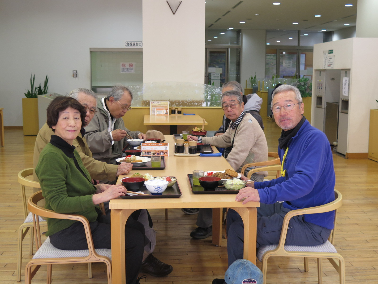 日大学食で昼食