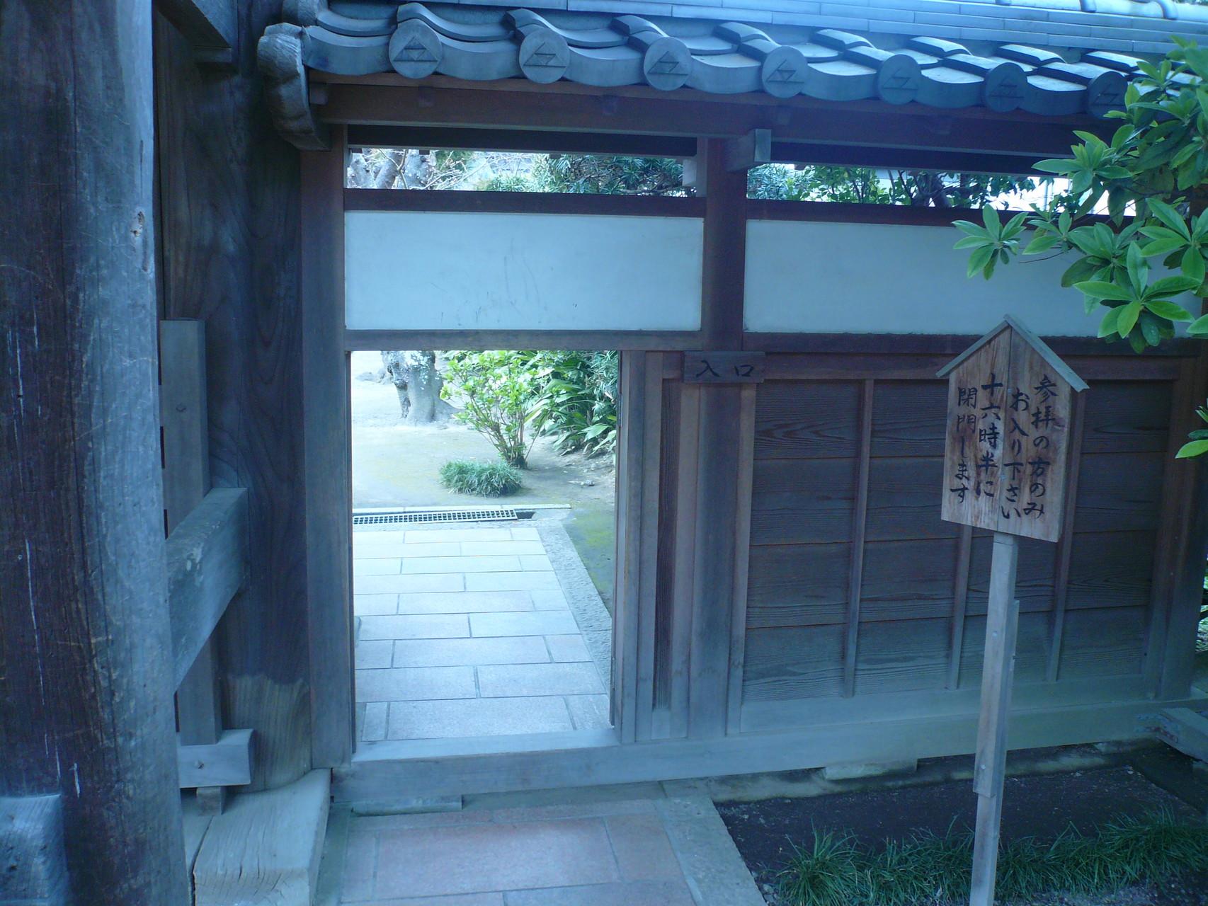 ここ入口。ここ撮影禁止。桜並木と圧巻は素晴らしい京都の桜