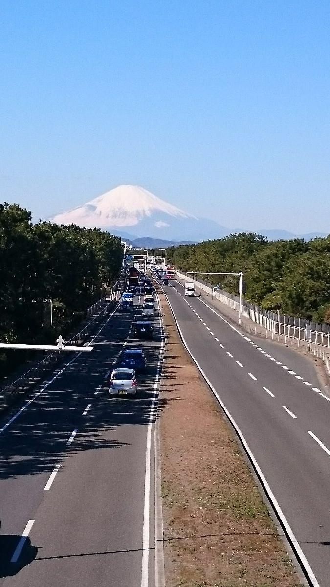 R134と富士を望む
