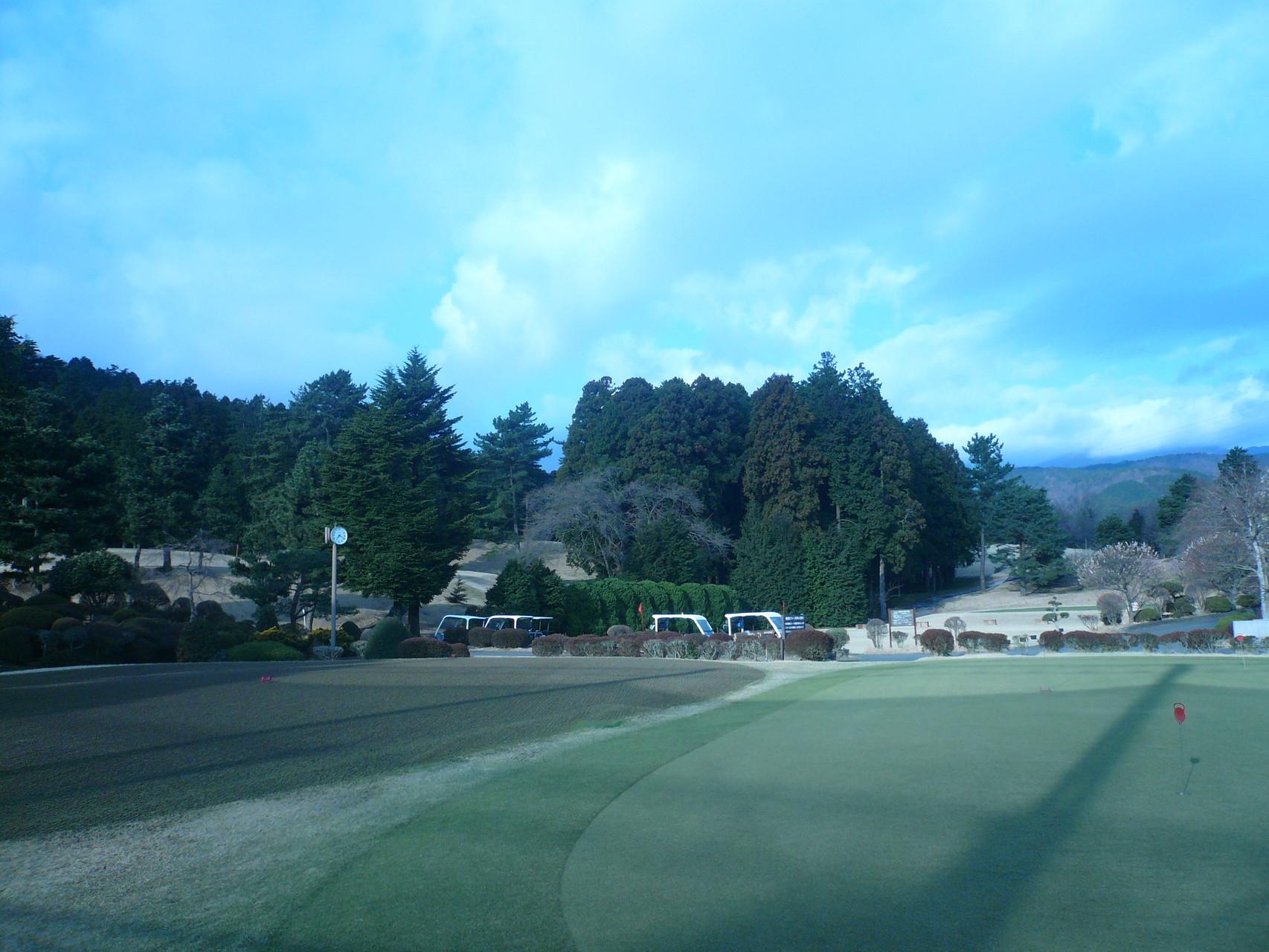 練習グリーンから見る箱根の山