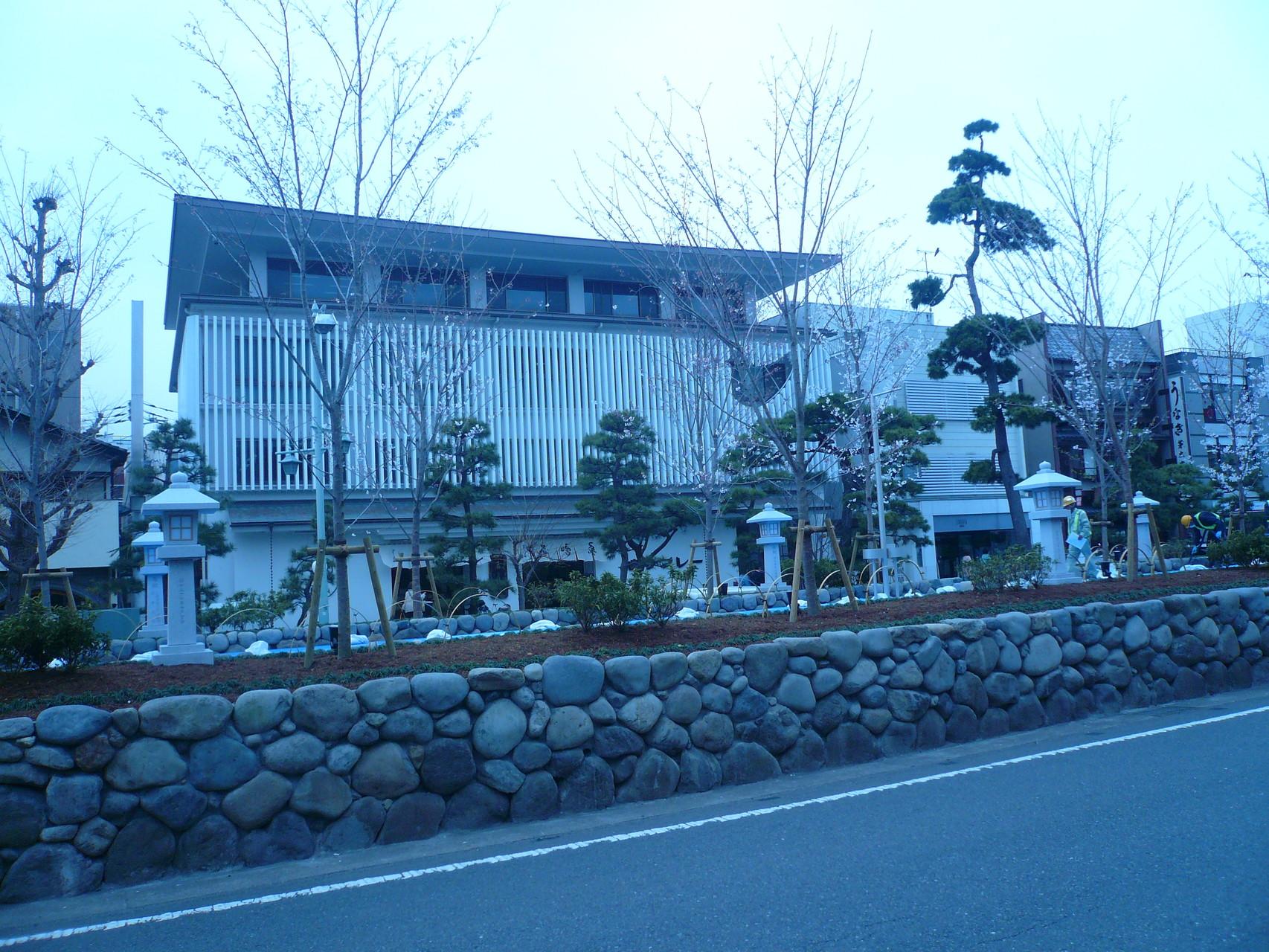 鎌倉駅まで来て囲いの撮れた段葛。豊島やがみれます