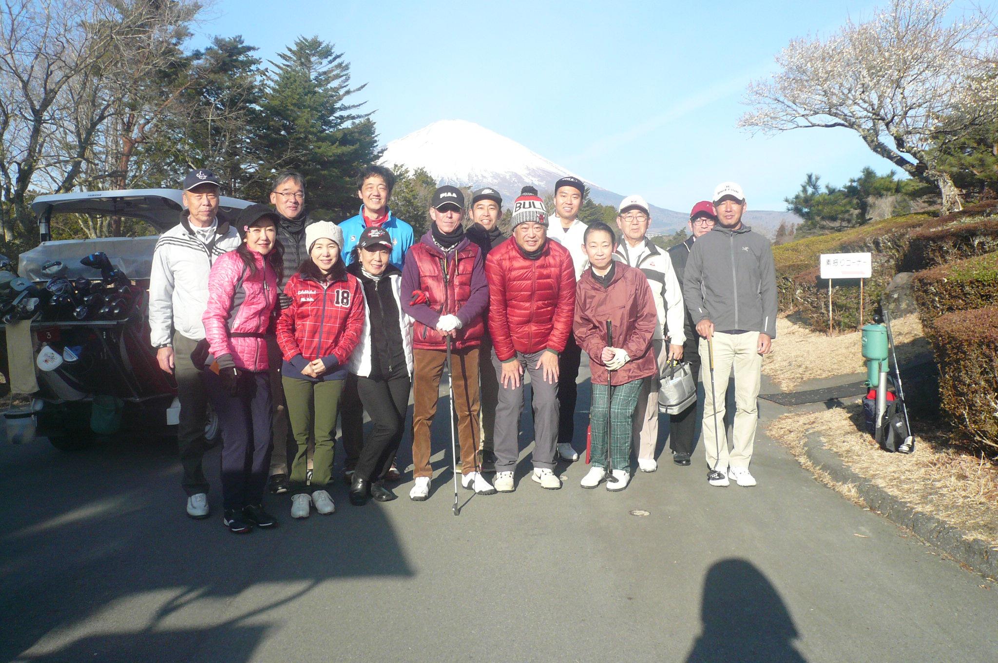 富士山バックに集合写真