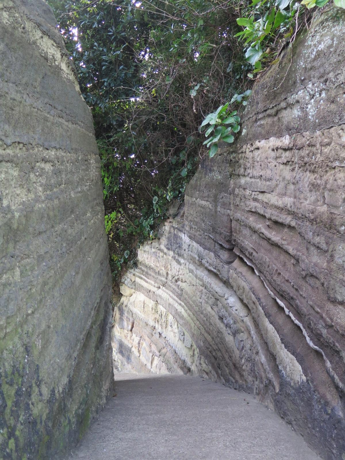 灯台からの下りの地層
