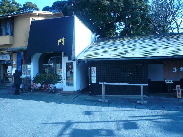 その隣はなんと小町通に在った喫茶店「門」
