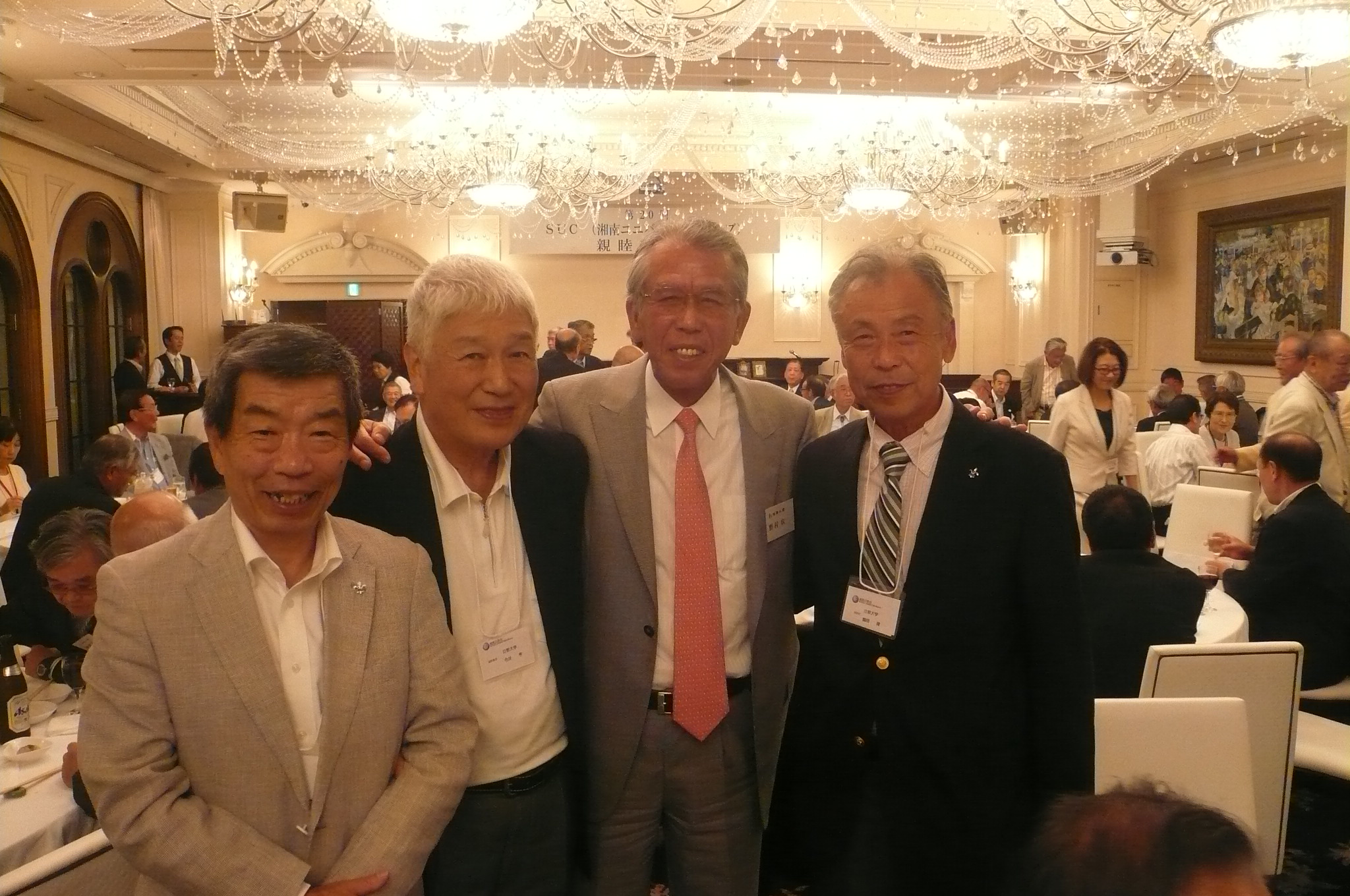 懇親会場で有名人見つけた。駒沢OB横浜の野村投手やはり大きい