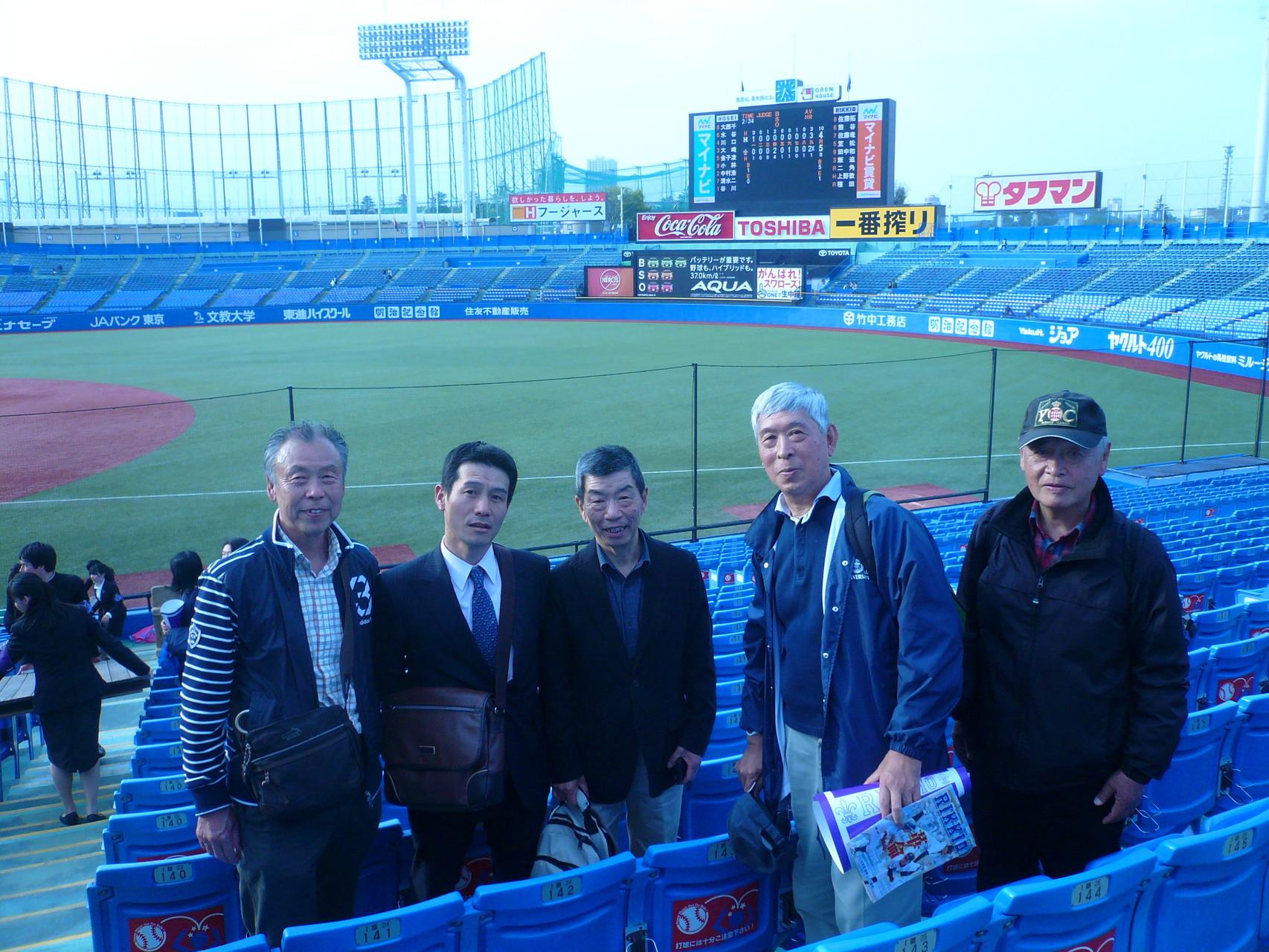 毎年総会の最後閉めてくれる応援団OBでコーチをしている成田さんを囲んで