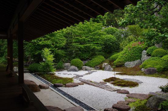 由緒ある浄明寺の枯山水のお庭