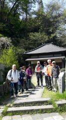 極楽寺前で記念写真