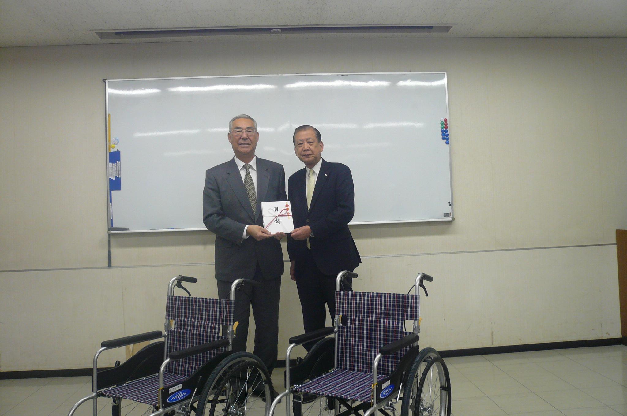 水島戸賀崎社会福祉協議会会長へ清水会長より寄贈