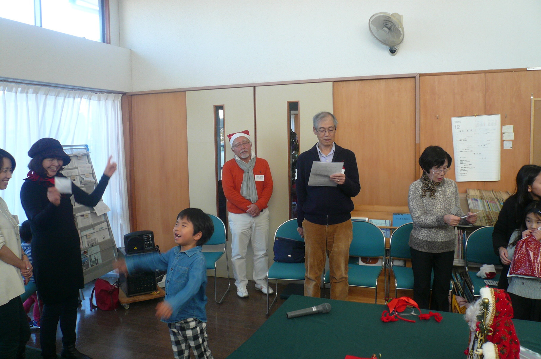 校歌の指揮をする松信さんのお孫さん可愛い