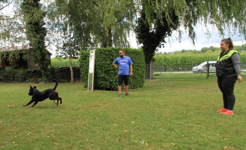 Jasmin mit Rocky beim Aportieren