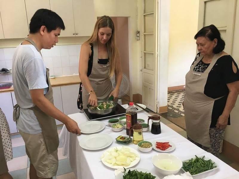 Apprentissage de la cuisine chez Thanh