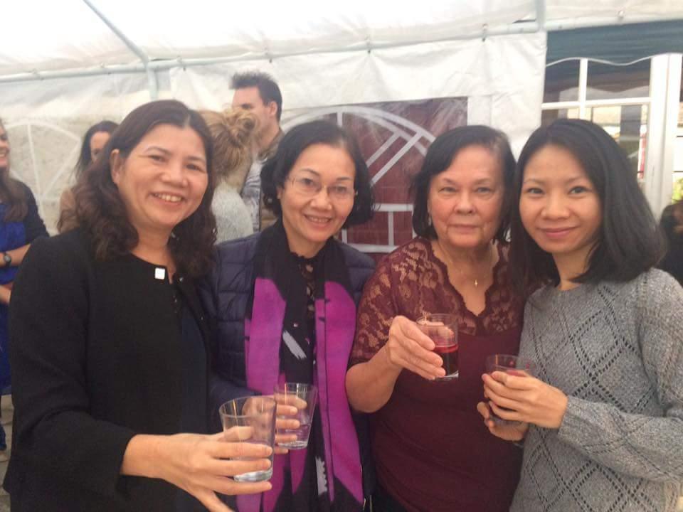 Jeanne, Thuy, Hà sa maman, et la soeur de Hà