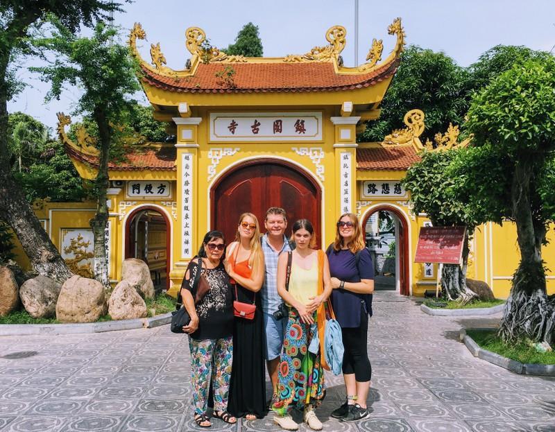 Entrée de la pagode Tran Quoc